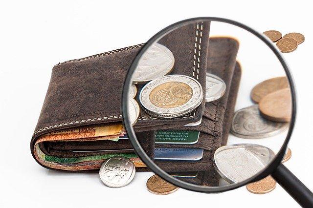 zkoumání peněženky