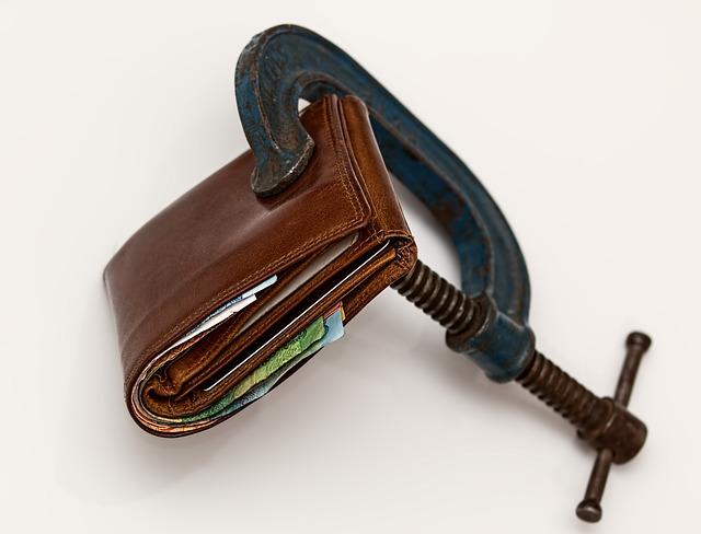 peněženka ve svěráku