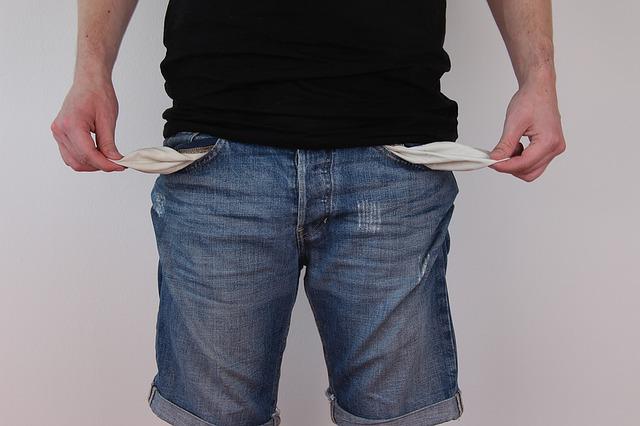 prázdné kapsy u džín