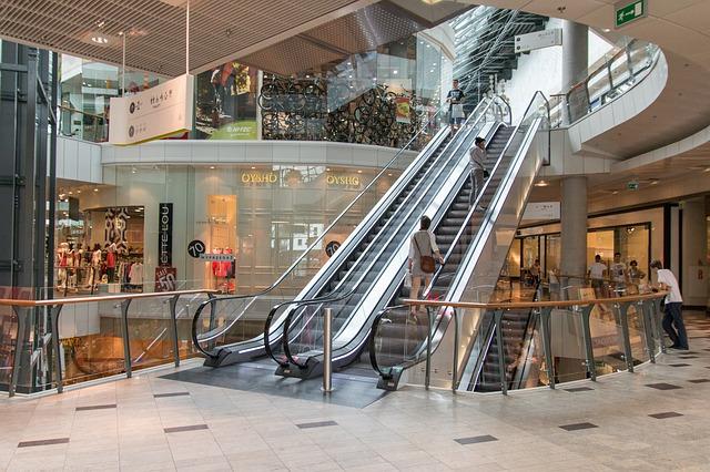 schodiště v nákupním centru