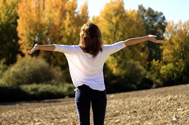 dívka na čerstvém vzduchu.jpg