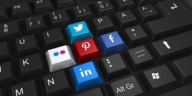 facebook na klávesnici