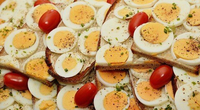 vaječný sendvič s rajčaty