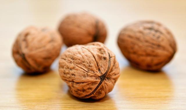 čtyři vlašské ořechy