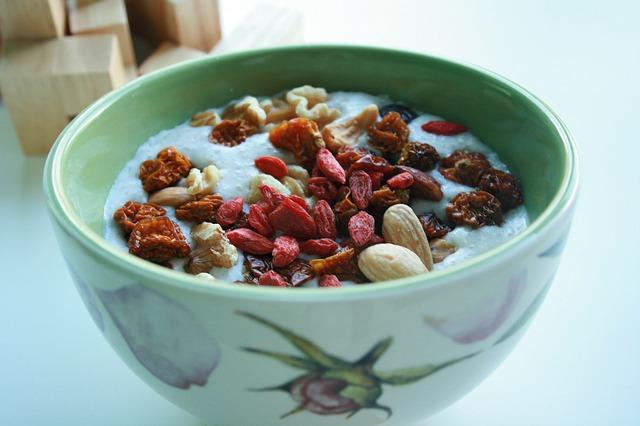 miska s goji a dalšími plody