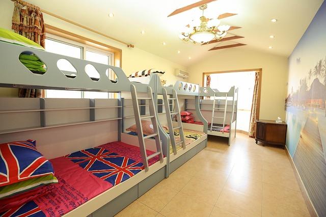 komfortní patrové postele
