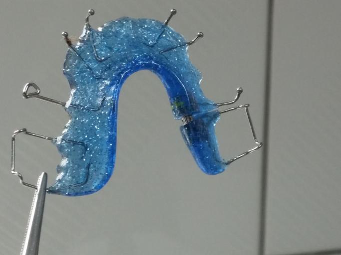 sundavací rovnátka – modrá