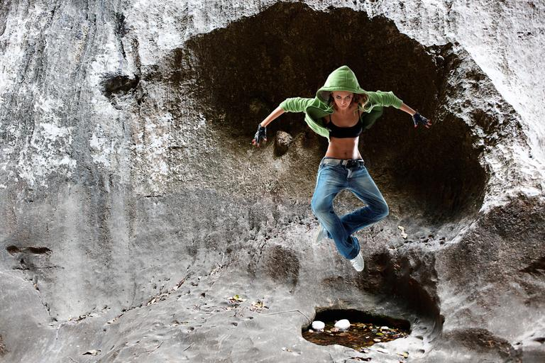 žena ve výskoku.jpg
