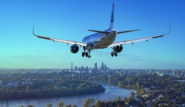 letadlo nad řekou