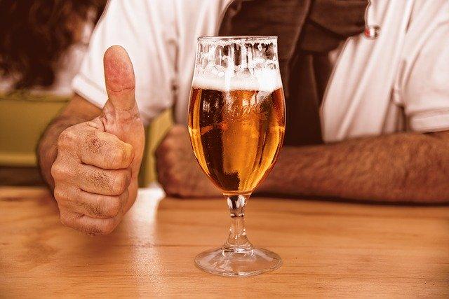pivo ve sklenici.jpg